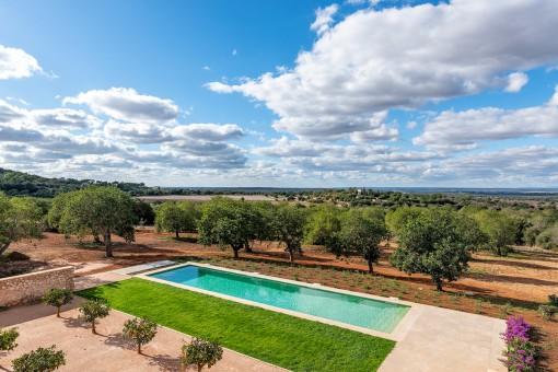 Ausblick vom Pool und der Terrasse