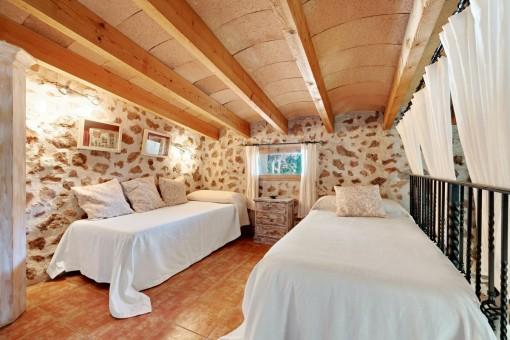 Gallerie mit 2 Betten