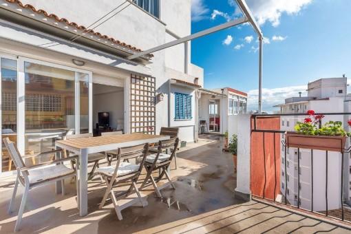 Helles Penthouse mit toller Terrasse mit Meer- sowie Bergblick in ruhiger Gegend in Palma