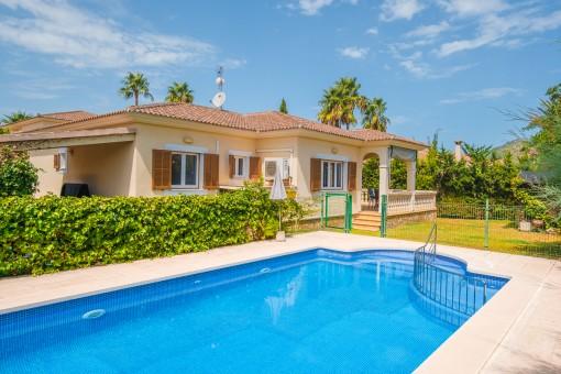 Ebenerdige Villa mit Pool in gepflegter und ruhiger Anlage in Meeresnähe an der Playa de Muro