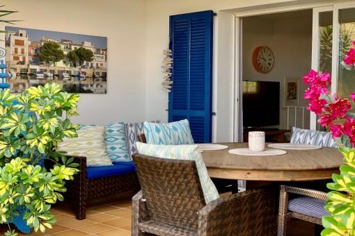 Mediterranes Stadthaus in gepflegter Wohnanlage mit Gemeinschaftspool in Portocolom