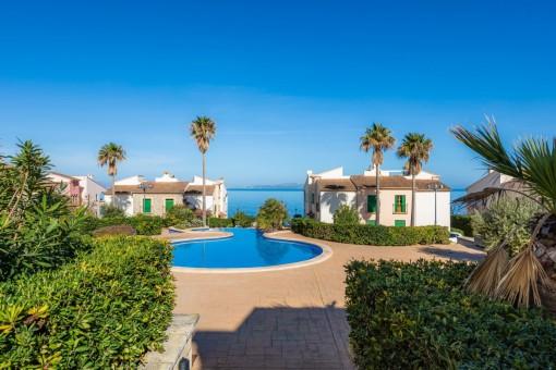 Moderne Wohnung in einer Wohnanlage in Colònia de Sant Pere mit großen Gärten, 2 Pools und schönem Meerblick