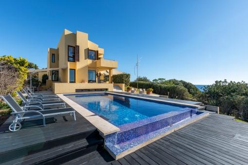 Spektakuläre Villa in erster Meereslinie mit Infinitypool in Traumlage von Cala Santanyí