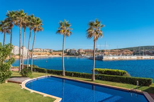 Zwei Apartments mit herrlichem Meerblick in einem Wohngebiet in erster Meereslinie in Santa Ponsa