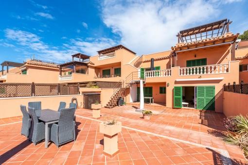 Große Terrasse der Wohnungen