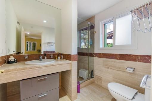 Zweites Badezimmer