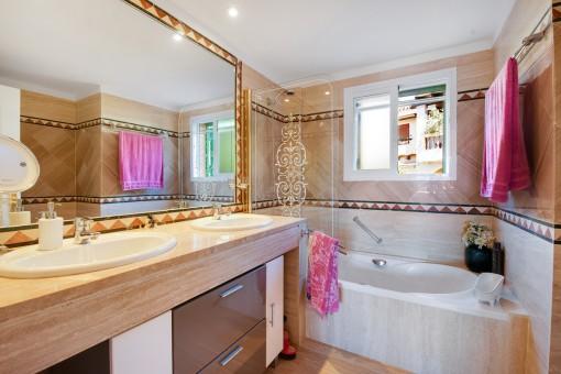 Alternative Ansicht des Badezimmer en Suite