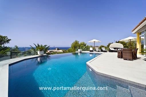 Großzügige Villa mit Einliegerwohnung in ruhiger Lage und Topp-Meerblick