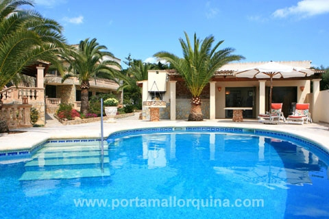 Mediterrane, hochwertige Villa im grünen Cala Murada bei Portocolom