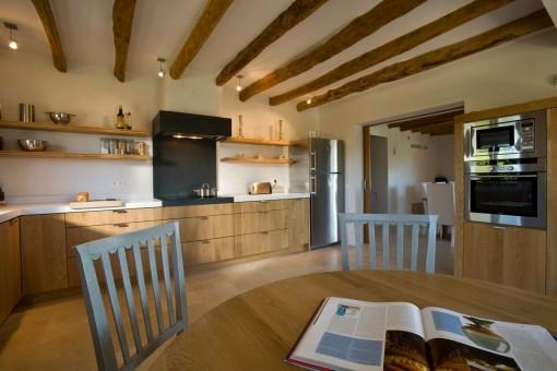 Moderne Küche aus Holz