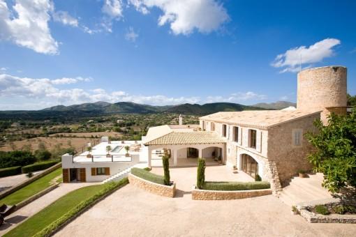 Wundervoll restauriertes Anwesen mit historischer Mühle und Panoramablick über Arta