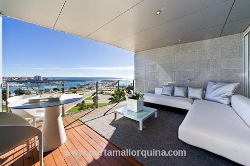 Neubau-Luxuswohnung in erster Linie mit Panoramablick über den Hafen