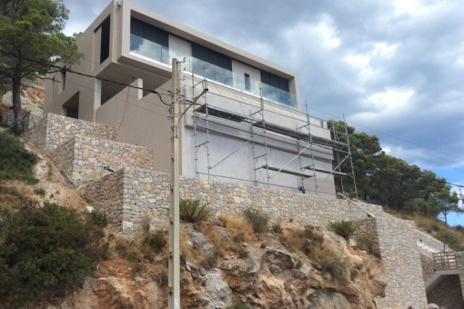 Die eindrucksvolle Fassade der Villa