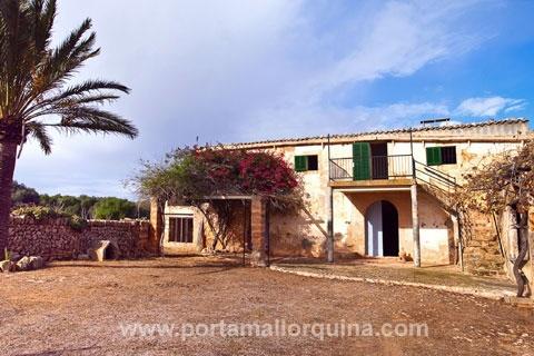 300 Jahre alte Finca mit 11 ha großem Grund in absolut ruhiger Lage im Süden Mallorcas