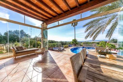 Exklusive Dorfvilla im mediterranen Stil mit traumhaftem Weitblick auf Palma und zum Meer, in Portol