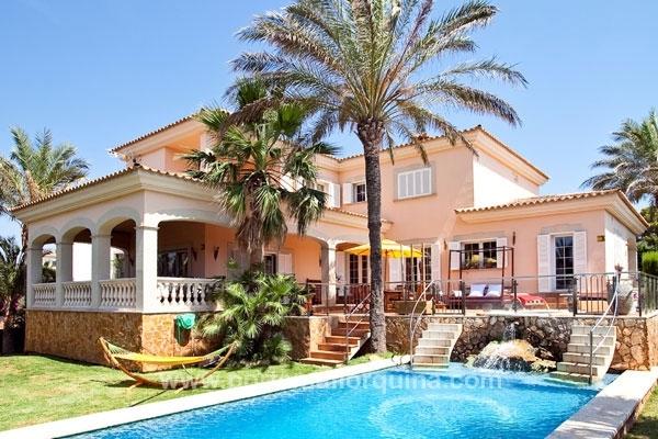 Stillvolle Villa in Sa Torre mit großzügigem Garten