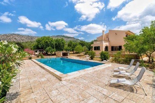 Schönes, möbliertes Landhaus mit Pool in ruhiger Lage