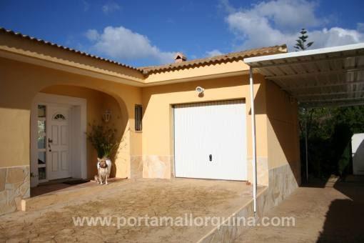 Haustür und Garage