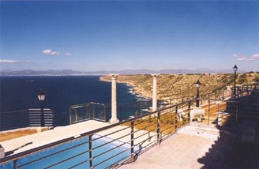 Atemberaubender Ausblick vom Balkon auf das Meer