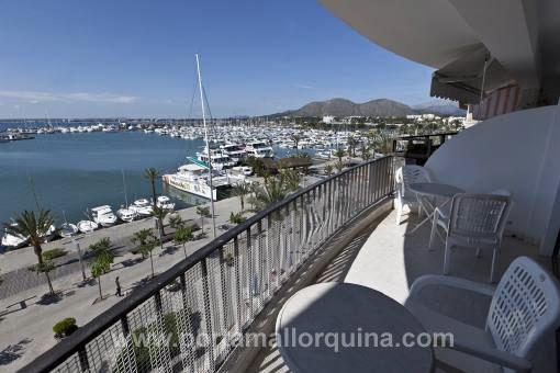 Geräumige Wohnung in erster Meereslinie des Puerto de Alcudia
