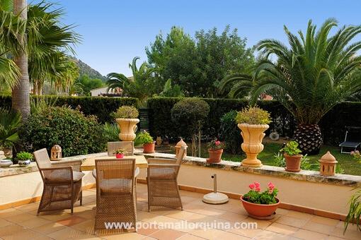 sonnige erdgeschosswohnung mit gro er terrasse und mediterranem garten. Black Bedroom Furniture Sets. Home Design Ideas