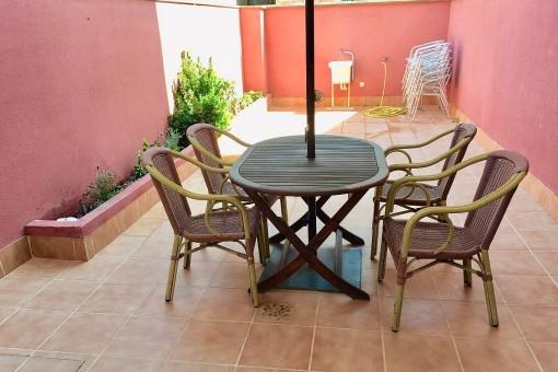 Charmanter Sitzbereich auf der Terrasse