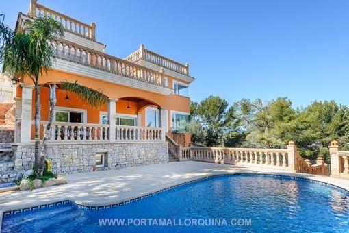 Mediterrane Luxusvilla mit unverbaubarem Meerblick