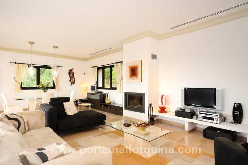Luxus wohnzimmer modern mit kamin  Moderne Wohnzimmer Mit Kamin | daredevz.com