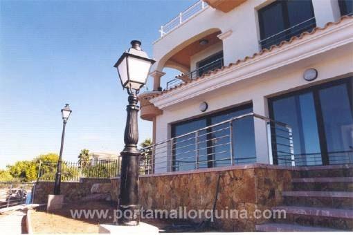 Moderne Doppelhaushälfte in erster Meereslinie in Bahia Azul