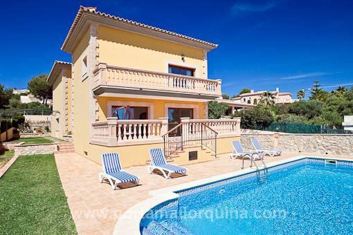 Mediterrane Meerblick-Villa in Südlage bei Port Adriano