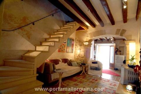 Liebevoll renoviertes Dorfhaus im Zentrum