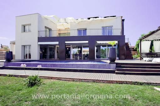 Ultramoderne Neubauvilla mit Meerblick und Aufzug