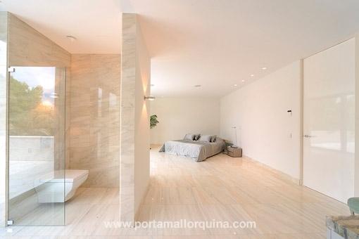 architektonisch au ergew hnliche luxus villa in begehrter lage von nova santa ponsa zu kaufen. Black Bedroom Furniture Sets. Home Design Ideas