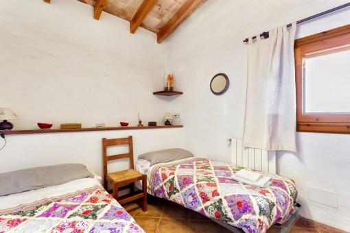 Freundliches Schlafzimmer mit 2 Einzelbetten