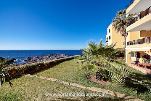 Erstklassige Gartenwohnung mit großen Sonnenterrassen und traumhaftem Meerblick