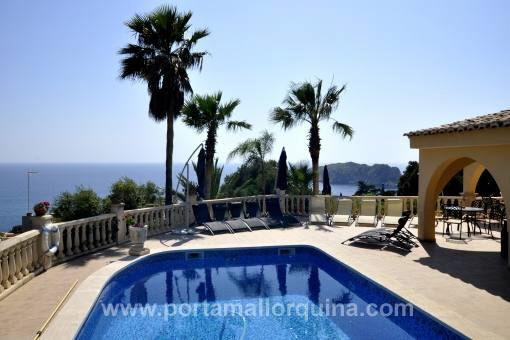Großzügige Villa mit phantastischem Meerblick auf die Malgrat Inseln
