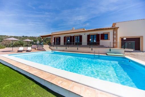 Mediterrane Neubau-Finca mit Weitmeerblick und Ferienvermietungslizenz in Puntiro