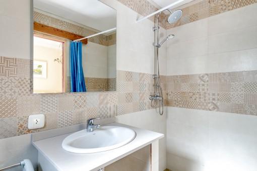 Die Finca bietet 4 moderne Badezimmer
