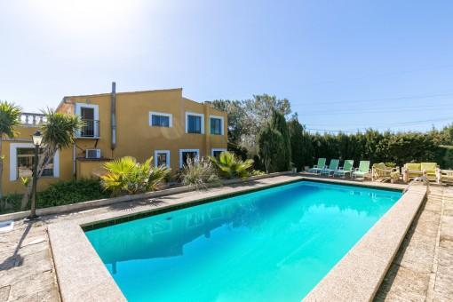 Großzügige Finca mit Pool und separatem Gästehaus