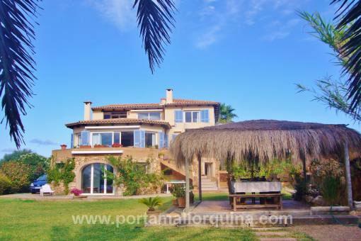 Große herrschaftliche Villa an Topp-Lage mit Blick auf den Hafen von Portocolom