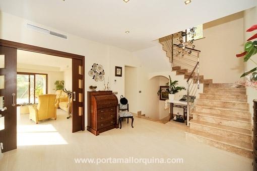Treppenhaus mit Marmortreppen