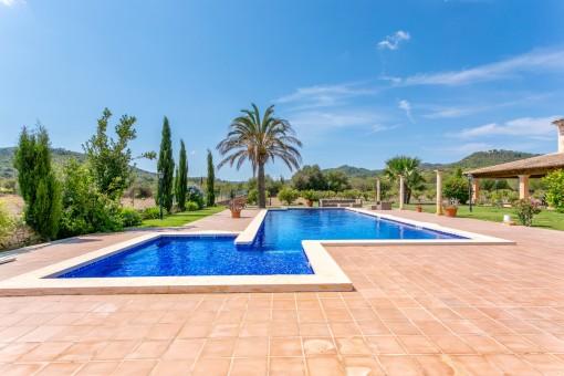Herrlicher Garten mit Pool
