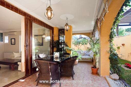 Charmante Gartenwohnung mit herrlicher Terrasse in wunderschöner mediterraner Residenz