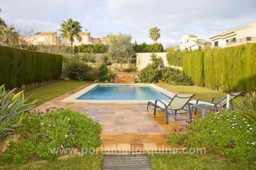 Schönes Einfamilienhaus mit Ölheizung, Privatpool und Garten in Las Palmeras