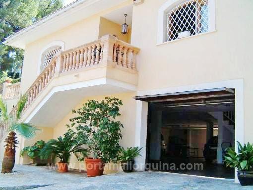 Unmöblierte Villa mit Pool und Gaszentralheizung in bevorzugter Wohnlage