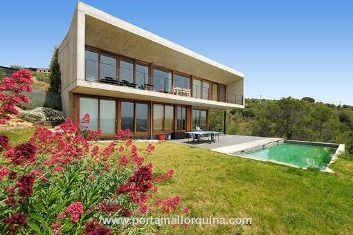 Moderne Finca mit einem atemberaubenden Blick auf Palma, das Meer und die Berge, in Puntiro
