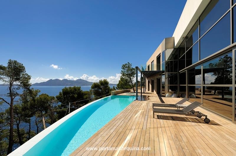 Herausragende Villa in Bestlage auf Formentor mit Meerzugang