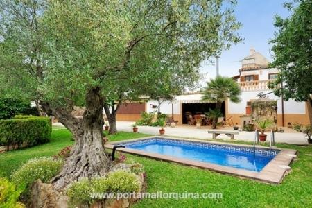 Haus mit einem warmen Ambiente, Pool und Blick auf das Tramuntanagebirge in Marraxti