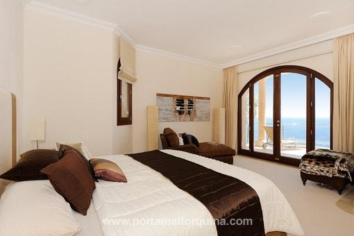 Doppelschlafzimmer mit direktem Meerblick vom Bett