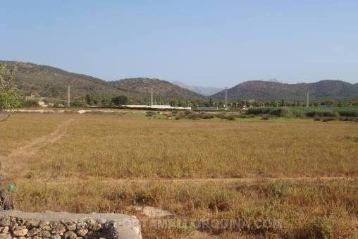 Grundstück mit Blick auf die Berge